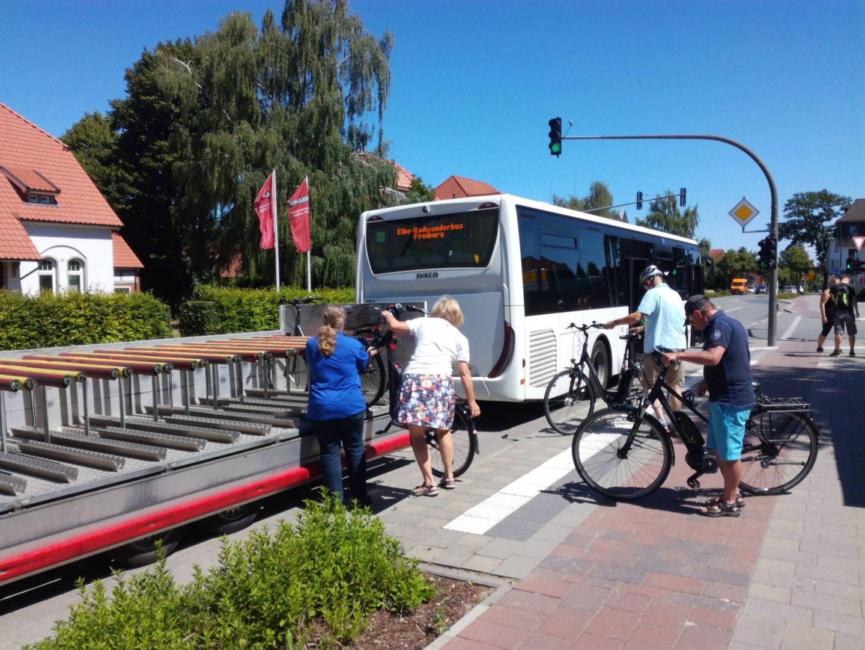 CzywWarszawie będziemy zwozić rowerzystów docentrum autobusami?