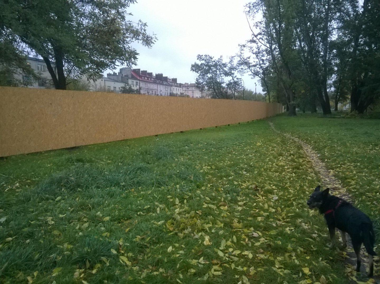 Nabłoniach wyrosło ogrodzenie