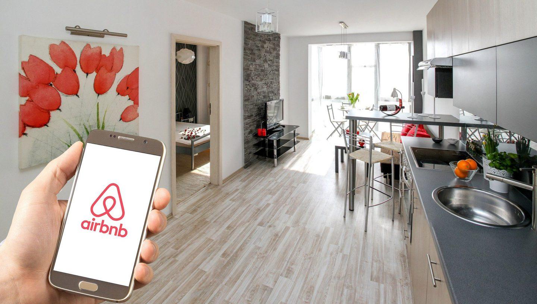 Mieszkań naAirbnb wWarszawie przybywa. Czyjest się oco martwić?