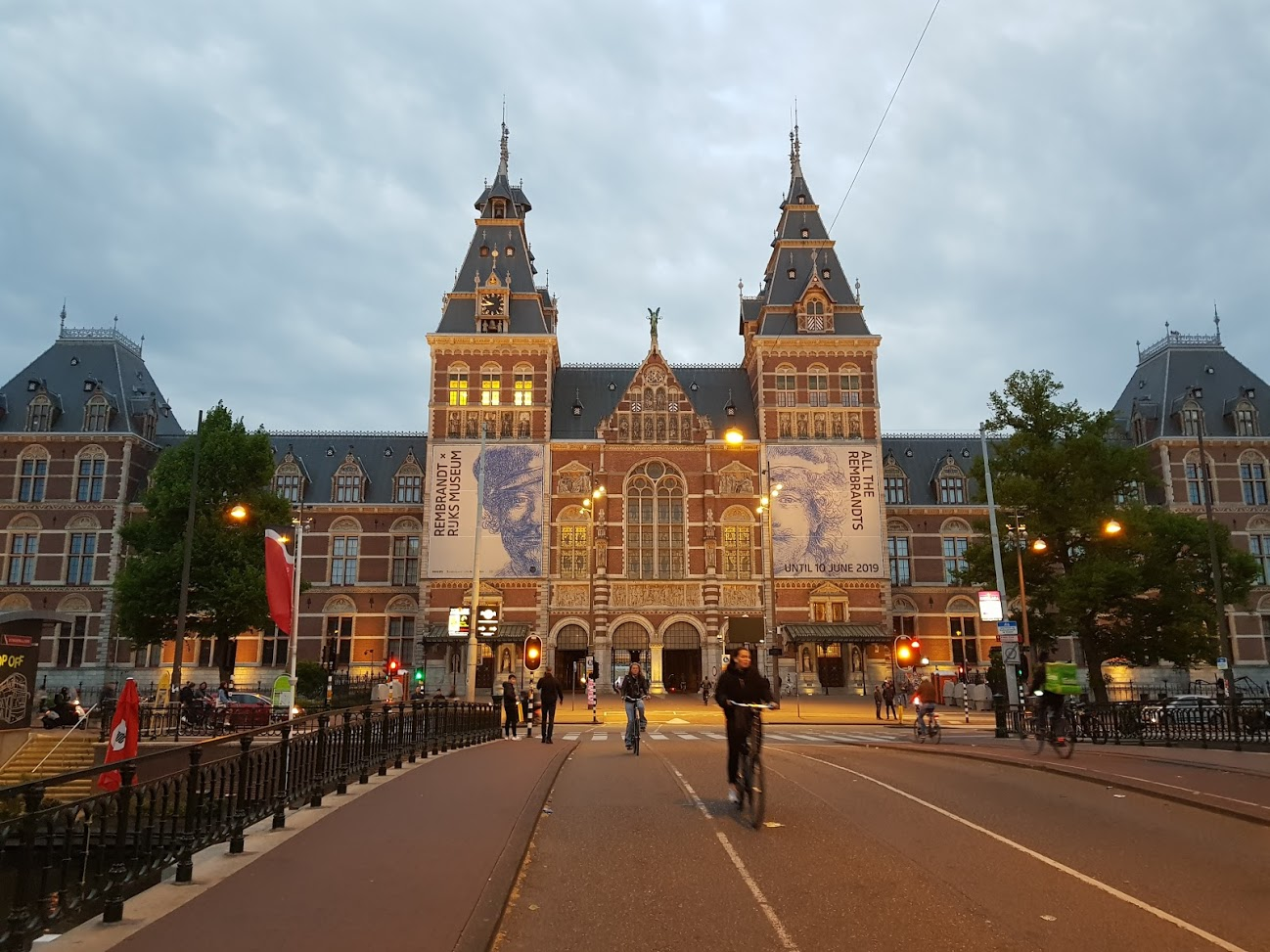 Miasto jako pączek – model rozwoju Amsterdamu
